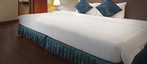 すご~く大きいベッドで、キングサイズやクイーンサイズより、もっと大きなマットレスや寝具を実現!