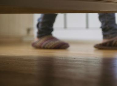 ホテルのベッドの下に注目!